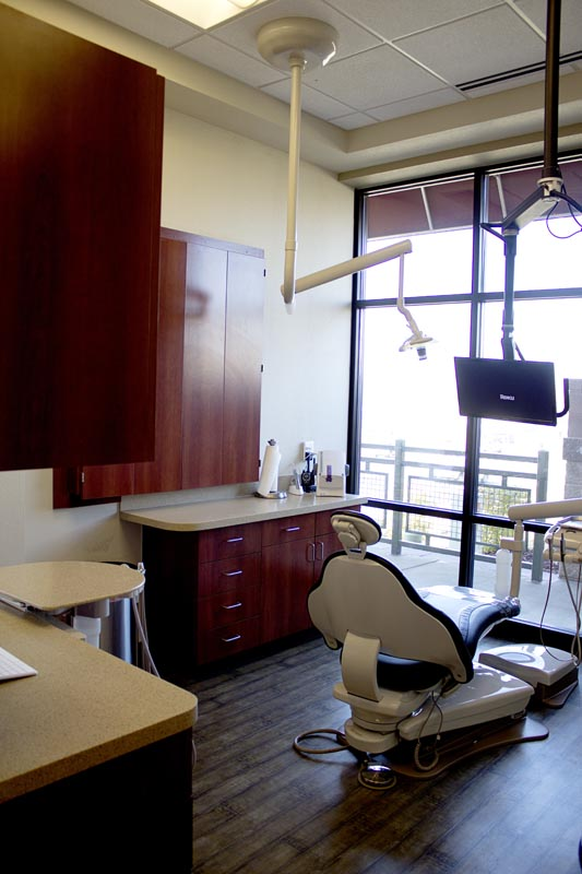 Image of a wide view of an operatory at HighPointe Dental in Thornton, CO.